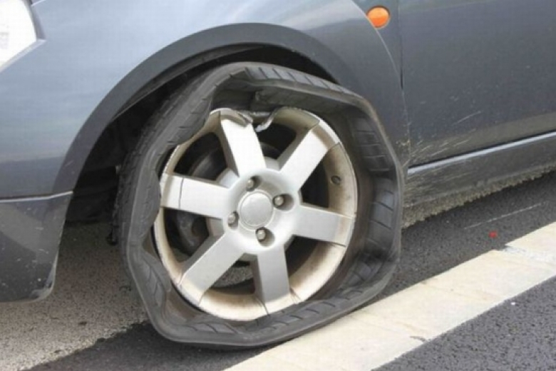 Проблема с шиной. Как справиться с поврежденной шиной на ходу?